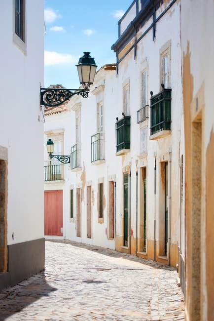 A Street in Faro Old Town, Algarve, Portugal | © aniad/Shutterstock