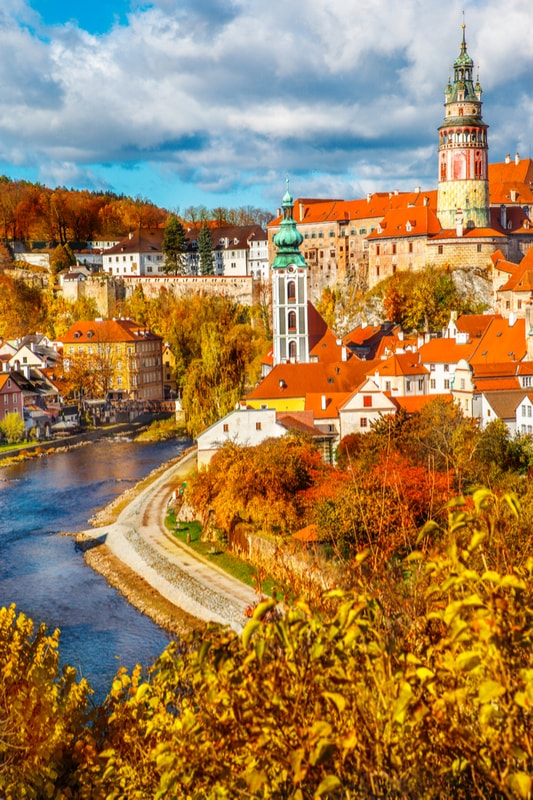 Autumn view on the Cesky Krumlov and Vltava river, Czech Republic | © 2xSamara.com/Shutterstock
