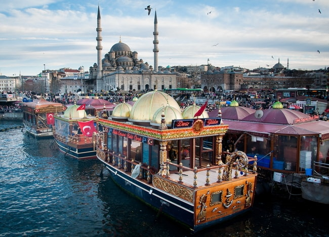 Fish sandwich shop boats in Istanbul | © Pakpoomkh/Shutterstock