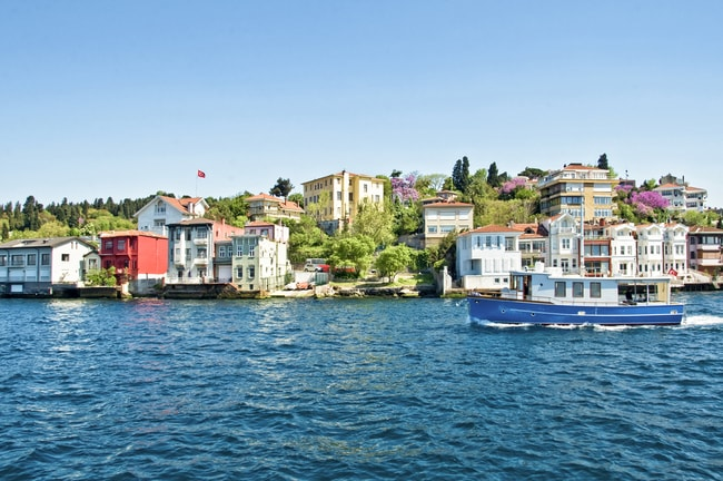 Colonial houses on the Bosphorus, Turkey | © Delpixel/Shutterstock