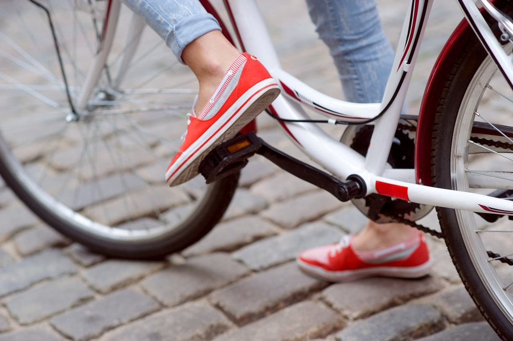 Comfy shoes for cycling in the city | © gonabo/Shutterstock