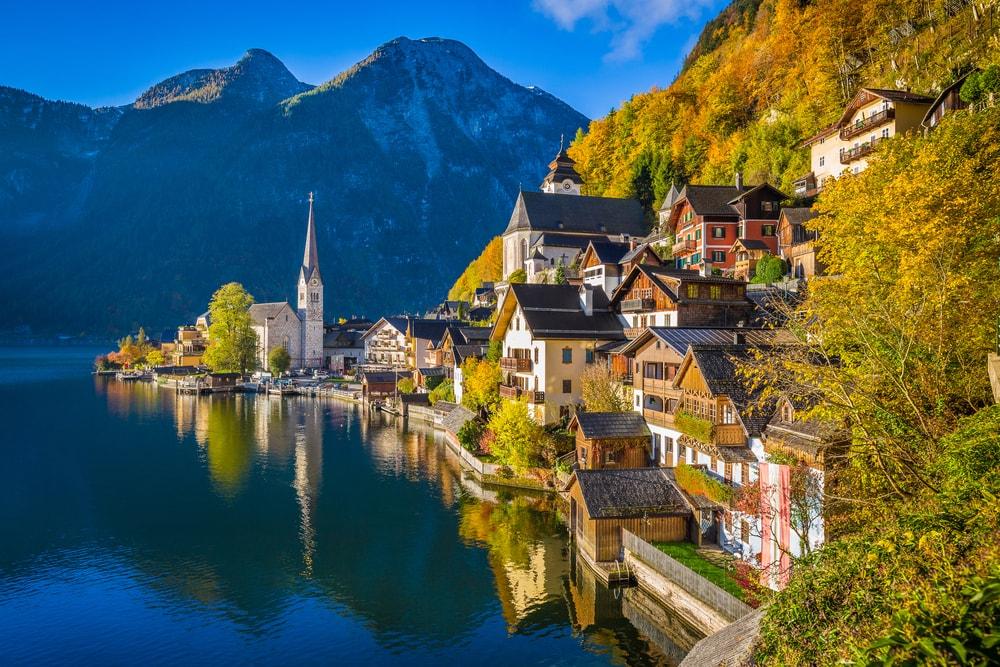 Hallstatt mountain village in Austria | © canadastock/Shutterstock