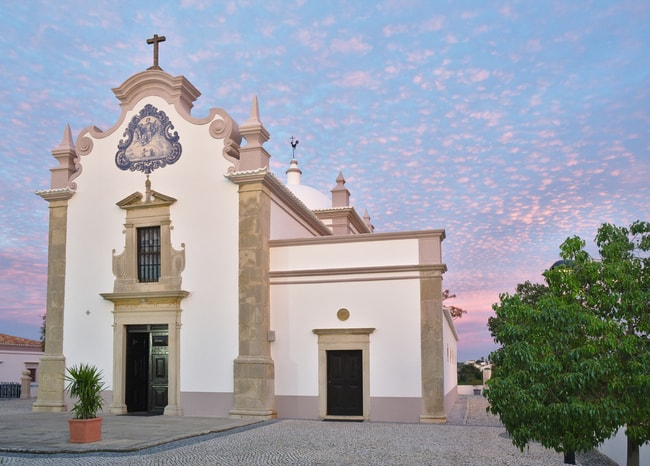 17th century church, dedicated to Saint Lawrence of Rome, Algarve, Portugal | © AngeloDeVal/Shutterstock