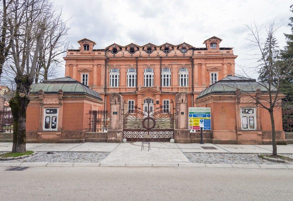 Former Russian Embassy | © Gennadiy Solovyev/Shutterstock.com