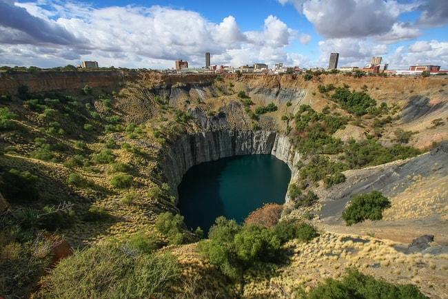 Historic Kimberley diamond mind, the largest man made hole on Earth, South Africa | © Vladislav Gajic/Shutterstock
