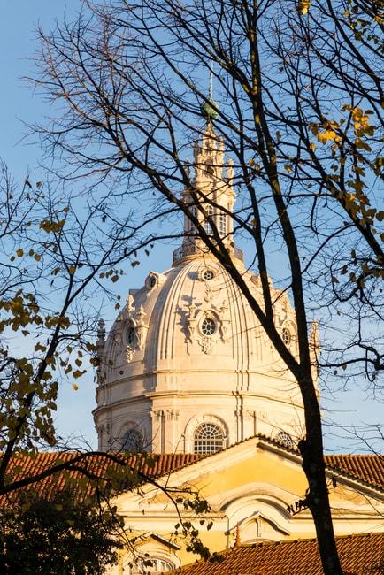Catholic cathedral of Estrela in Lisbon | © dasytnik/Shutterstock