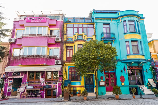 Colourful buildings in the historical Sultanahmet, Istanbul | © Resul Muslu/Shutterstock