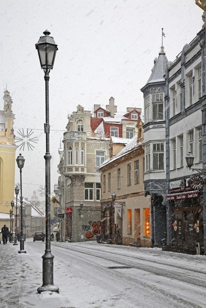 Snowy street in Vilnius, Lithuania | © Shevchenko Andrey/Shutterstock