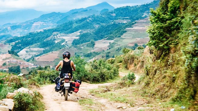 Motorcycle traveller on the hills near Hoi An, Vietnam | © Ser Borakovskyy/Shutterstock