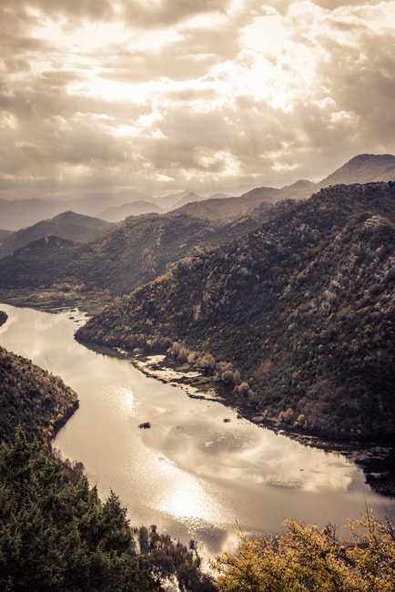 The Rijeka Crnojevica river filtering into Lake Skadar, Montenegro | © AndreyUG/Shutterstock