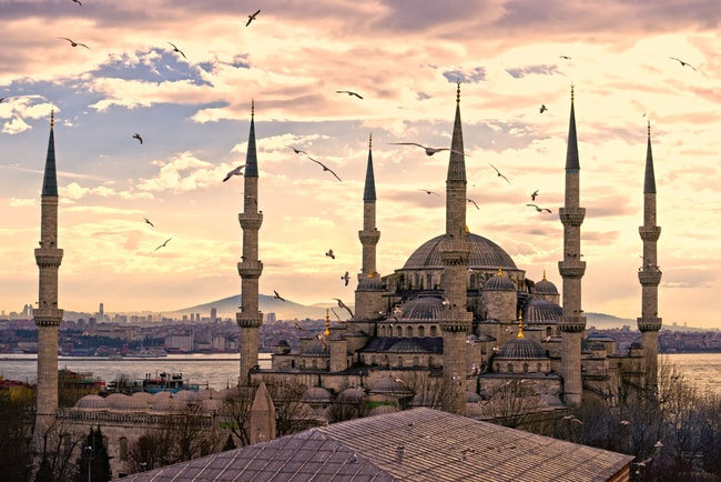 Sunset over The Blue Mosque, (Sultanahmet Camii), Istanbul, Turkey | © Luciano Mortula/Shutterstock
