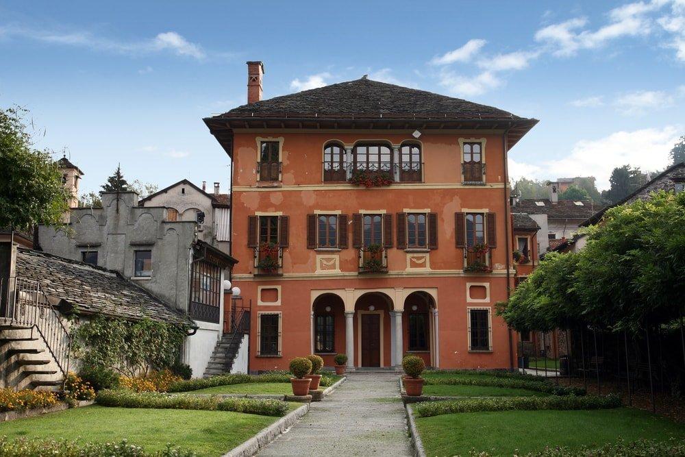 Elaborate Villa, Italy | © St. Nick/Shutterstock