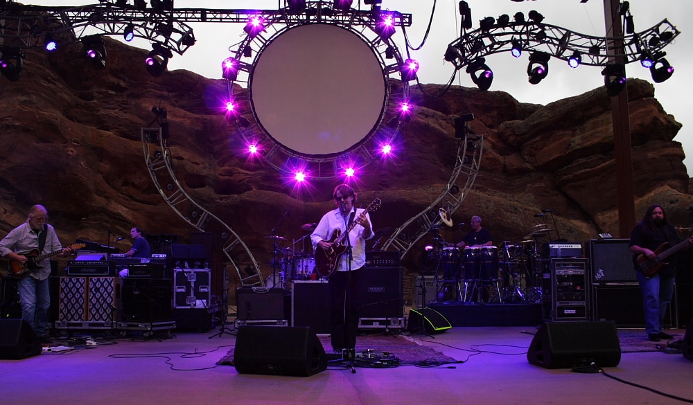 Widespread Panic performing at Red Rocks Amphitheatre | © Mike Hardaker / Wikimedia Commons