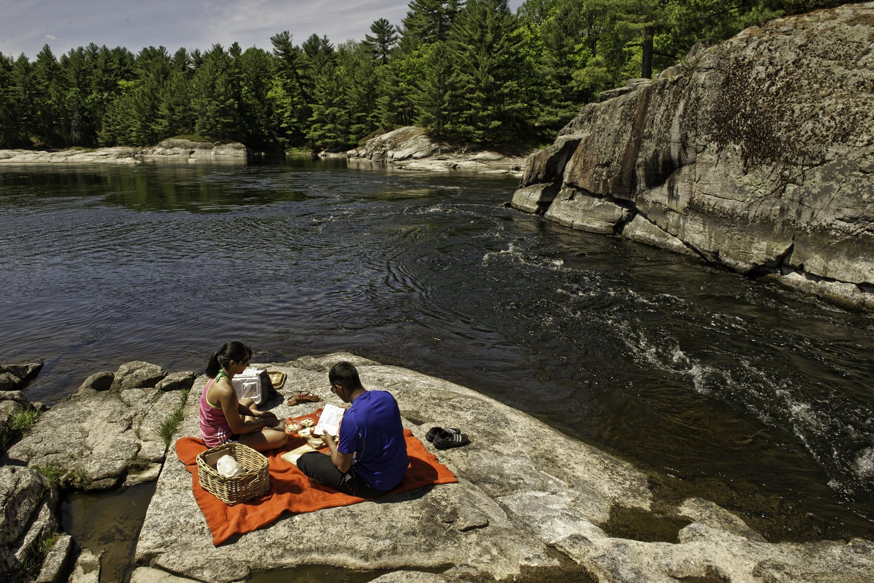 Picnic by French River | © OTMPC