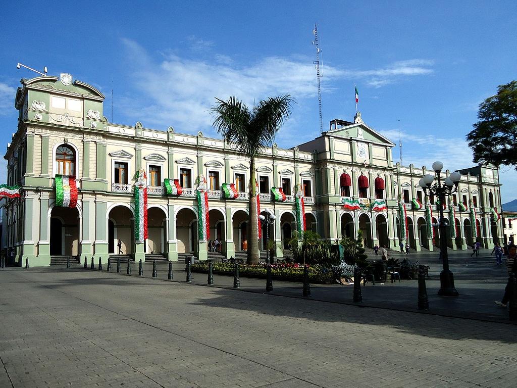 1024px-6050-Palacio_Municipal-Córdoba,_Veracruz,_México-Enrique_Carpio_Fotógrafo-EDSC07742