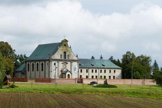 1024px-Kościół_klasztor_Rywałd