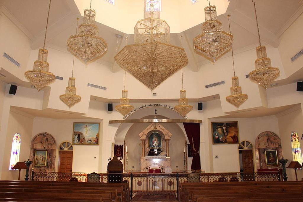 1024px-Saint_Gregory_the_Illuminator_Armenian_Apostolic_church_in_Sharjah_(interior)