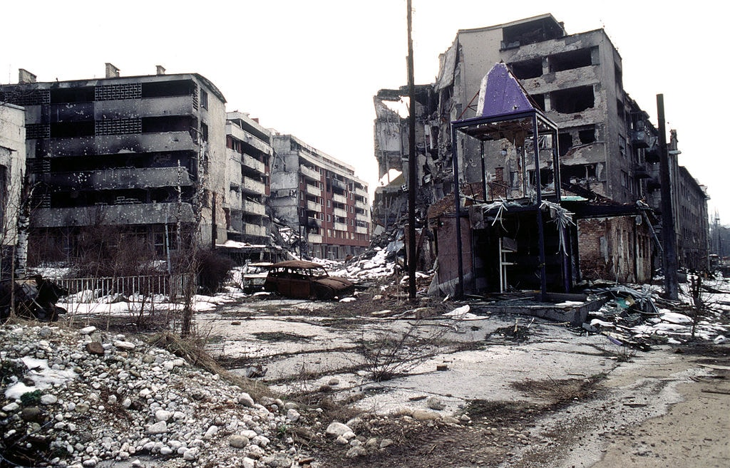 Sarajevo during the siege | © LT. STACEY WYZKOWSKI/WikiCommons