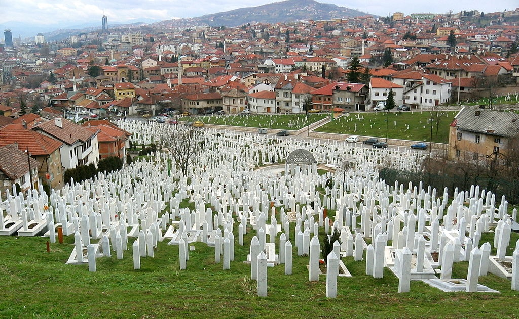 Almost 14,000 died during the Siege. Bosko and Admira were two of them. Sarajevo Cemetery | © Michael Büker/Flickr