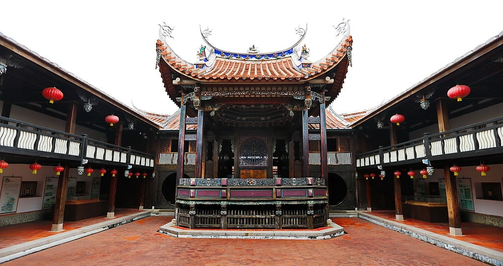 1024px-Wufeng_Lin_Family_Mansion_and_Garden,_Great_Flower_Hall,_Wufeng_District,_Taichung_City_(Taiwan) (1)