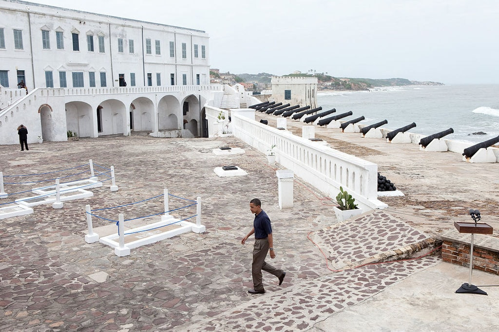 1200px-Barack_Obama_in_Cape_Coast_Castle