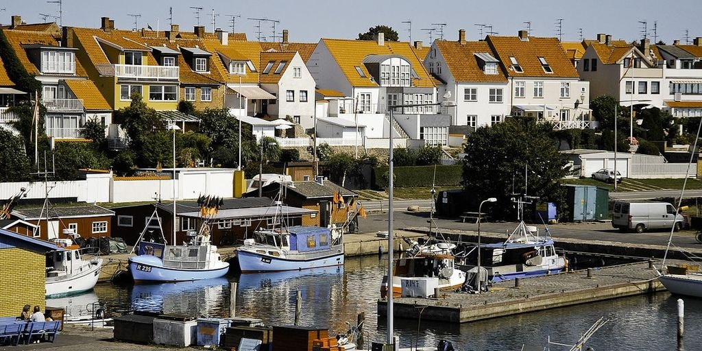 1200px-Rønne_harbour,_Bornholm,_Denmark,_Northern_Europe