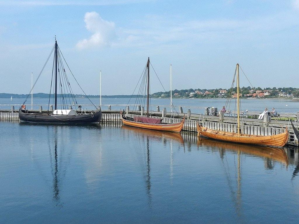 1200px-Roskilde_Viking_Ship_Museum_-_panoramio_(3)
