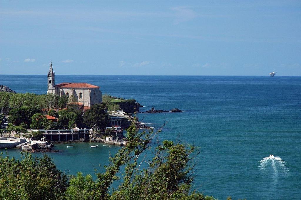 Santa Maria Church, Mundaka, Basque Country | ©Untipografico / Wikimedia Commons