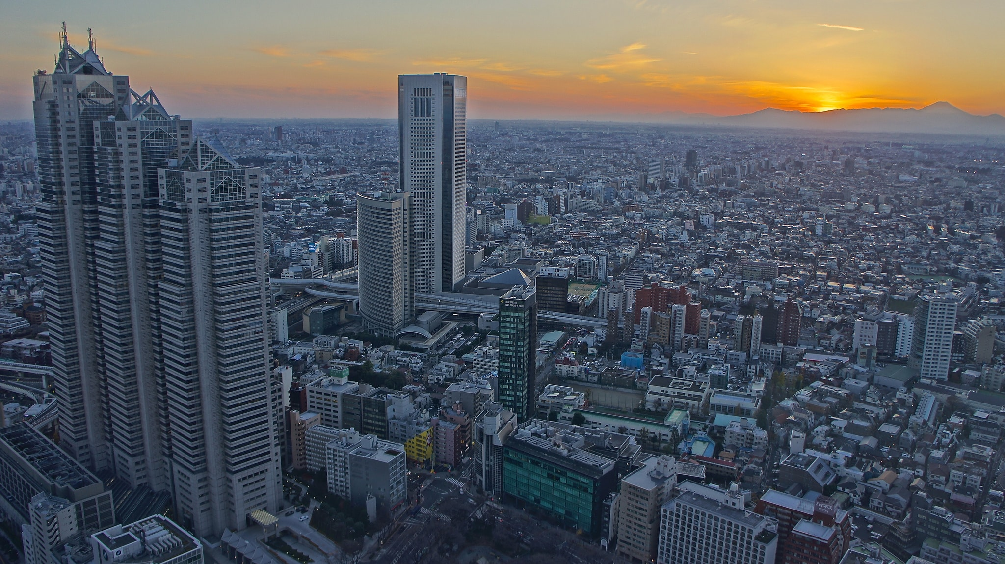 Evening View From The Tokyo Metropolitan Government Buildings North Tower  Observatory | © Manish Prabhune / Flickr
