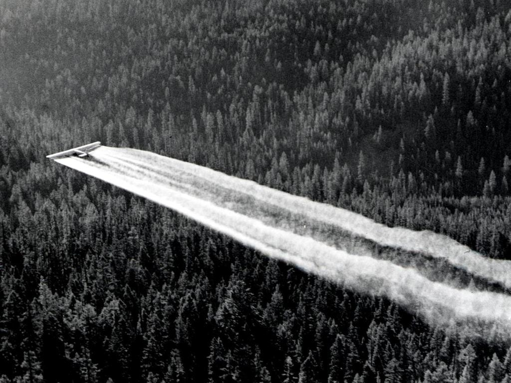 1955._Fort_tri-motor_spraying_DDT._Western_spruce_budworm_control_project._Powder_River_control_unit,_OR._(32213742634)