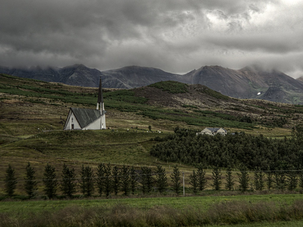 Rural church near Mosfellsbaer, in Iceland | © JJ Merelo/Flickr
