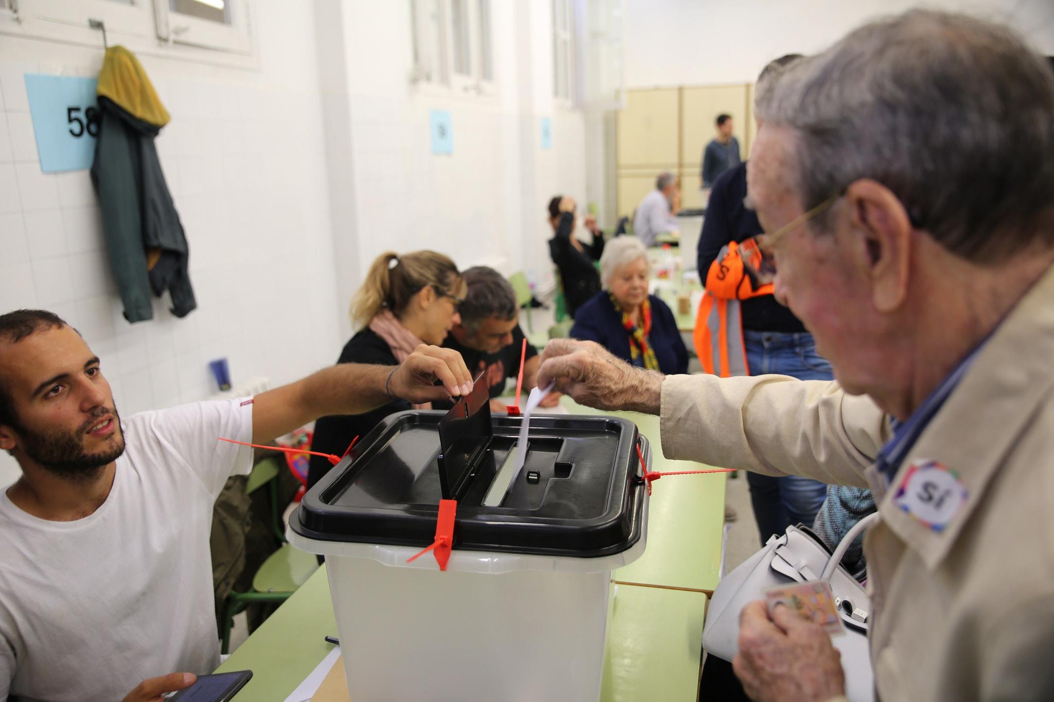 People voting in the referendum © HazteOir.org