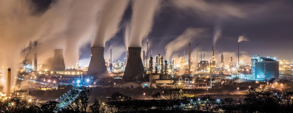 George Robertson, Grangemouth refinery at night, 2017 | Courtesy of Landscape Photographer of the Year