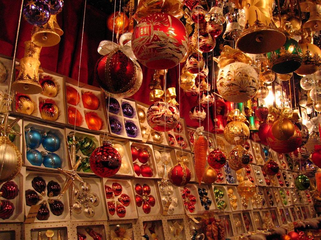 Baubles at Nuremberg Christmas Market | © charley1965 / Flickr