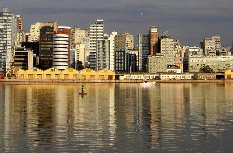 Centro_de_Porto_Alegre_visto_do_Guaíba