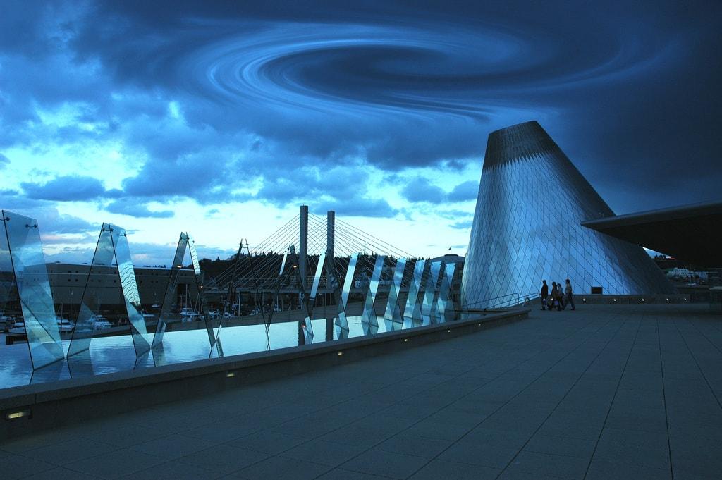 Chihuly Bridge of Glass | © Wonderlane / Flickr