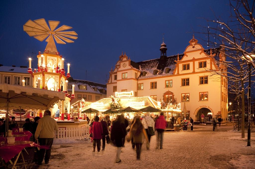 Darmstädter Weihnachtsmarkt, Weihnachtspyramide u. Altes Rathaus ©Darmstadt Marketing_Rüdiger Dunker