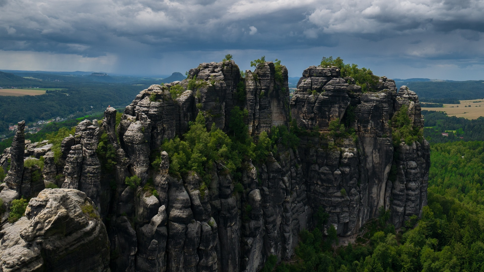 elbe-sandstone-mountains-1495735_1920