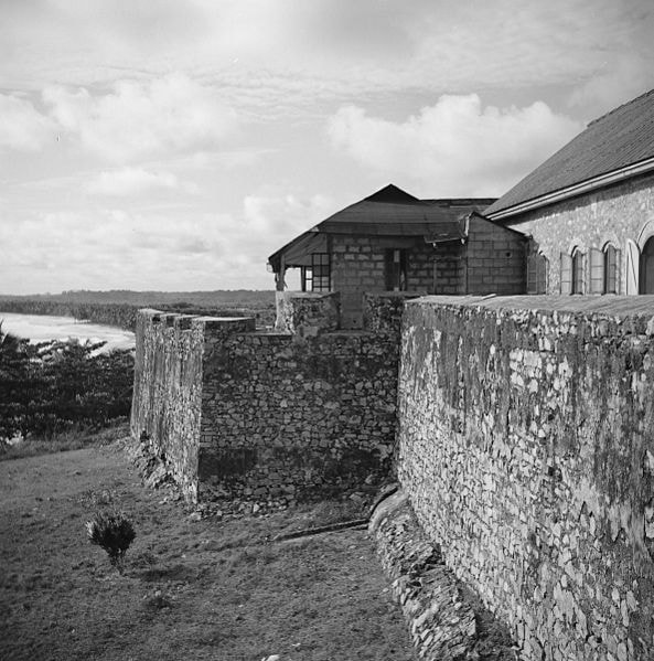 Fort_Groot_Fredericksborg,_zuidkant_-_20651720_-_RCE