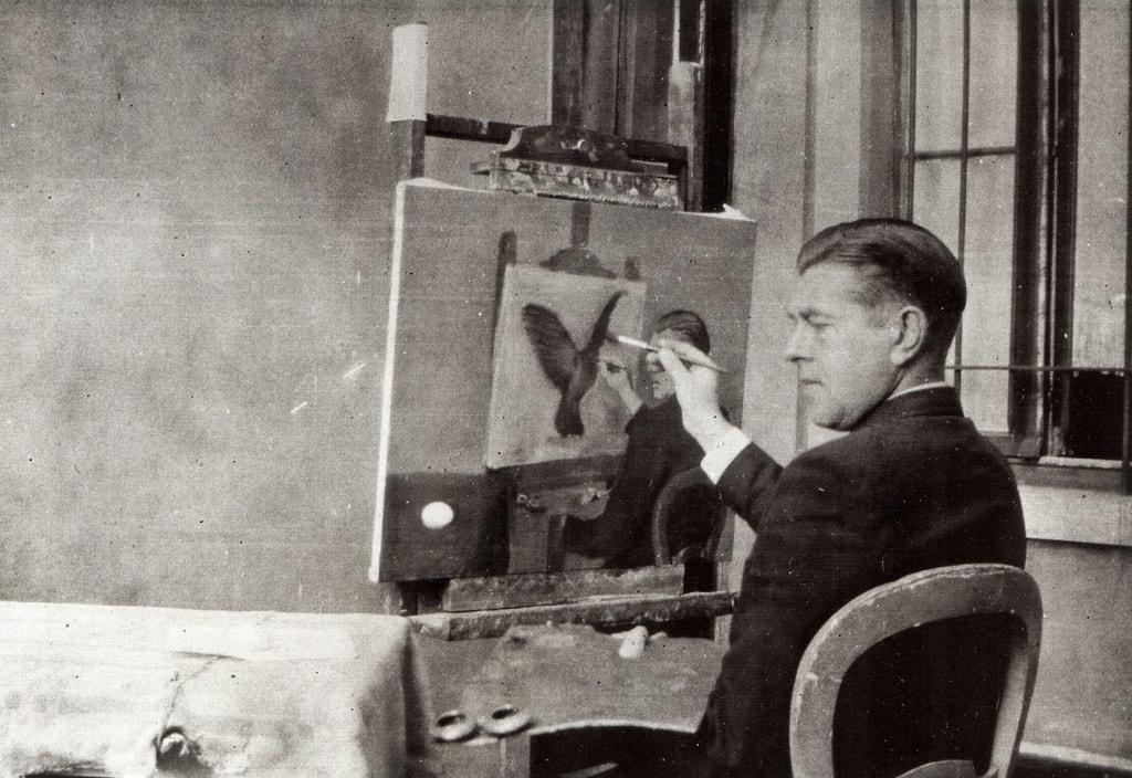 Magritte paints La Clairvoyance, a self-portrait of the artist painting | © cea + / Flickr