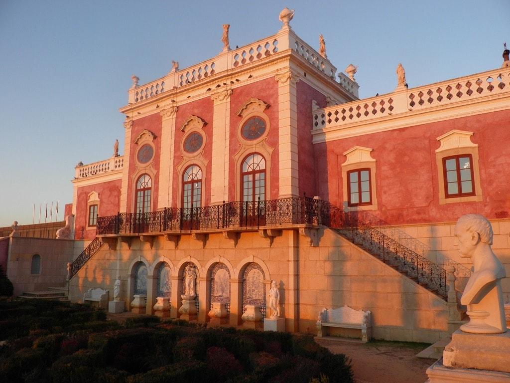 https://pixabay.com/en/palace-palacio-estoi-portugal-1007941/