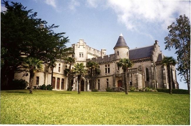 Pause to admire the beautiful Château d'Abbadia|©Daniel Culsan:WikiCommons