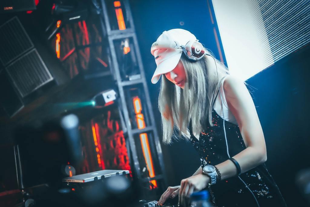 Find a DJ to suit your taste   Hanny Naibaho / Unsplash