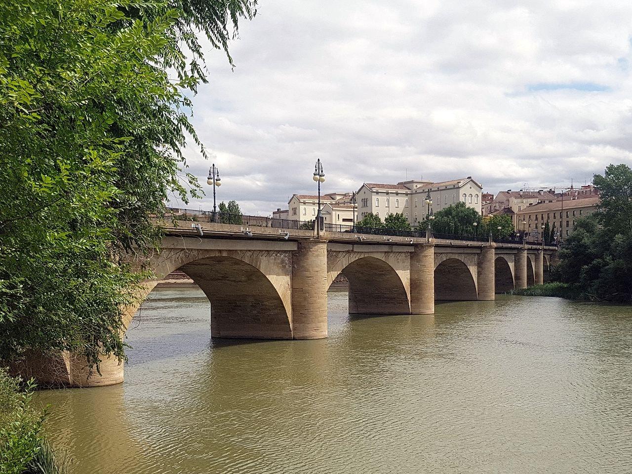 Puente de Piedra, Logroño, Spain | ©Jynus / Wikimedia Commons