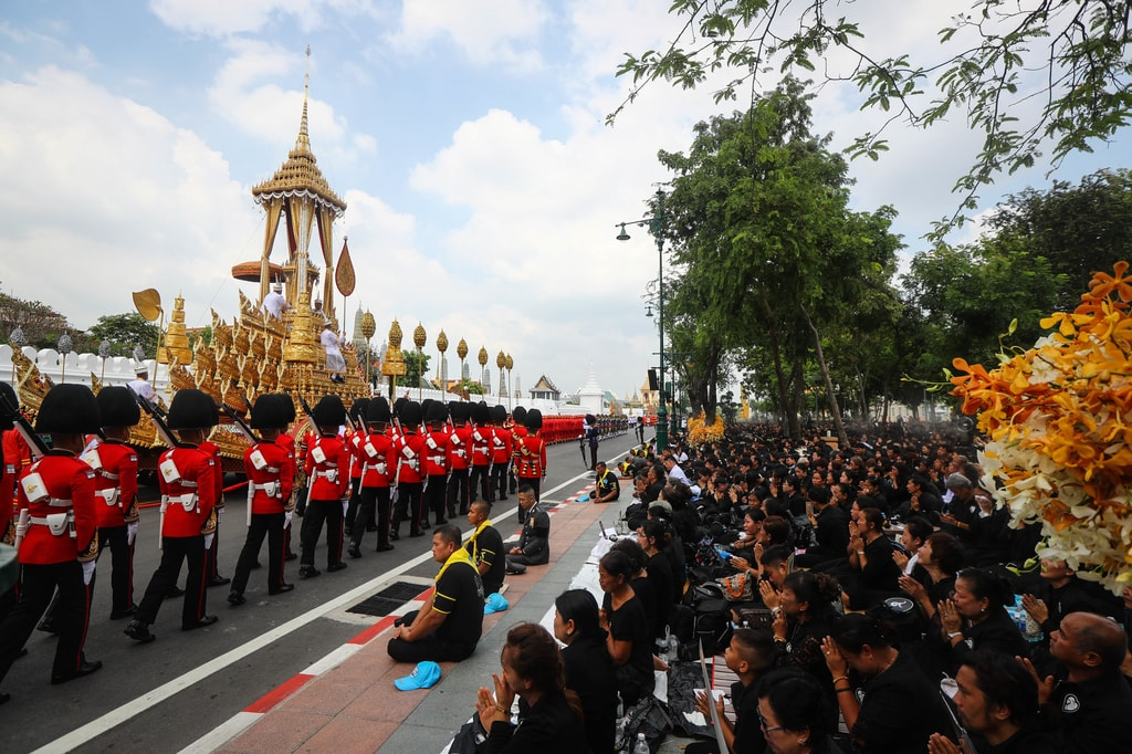 Military officers pull the 'great victory royal chariot' carrying the royal urn of the late Thai king | © Diego Azubel/EPA-EFE/REX/Shutterstock
