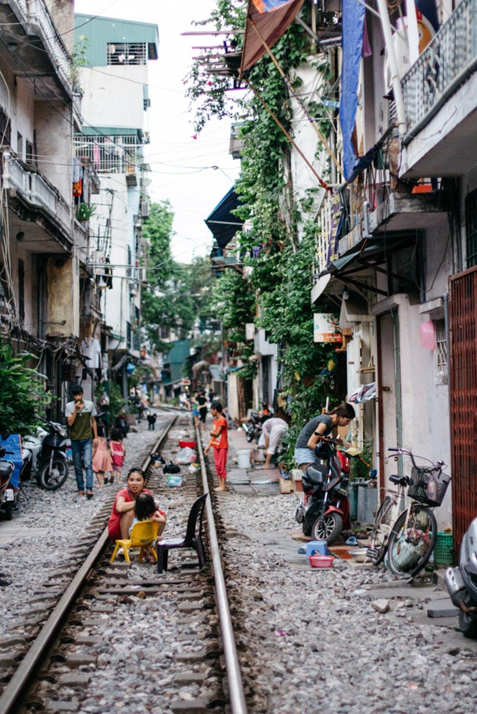 Meet The Vietnamese Families Living On Hanoi S Train Street