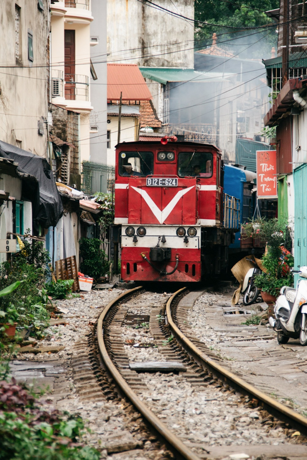 Meet The Vietnamese Families Living On Hanoi S Train Street