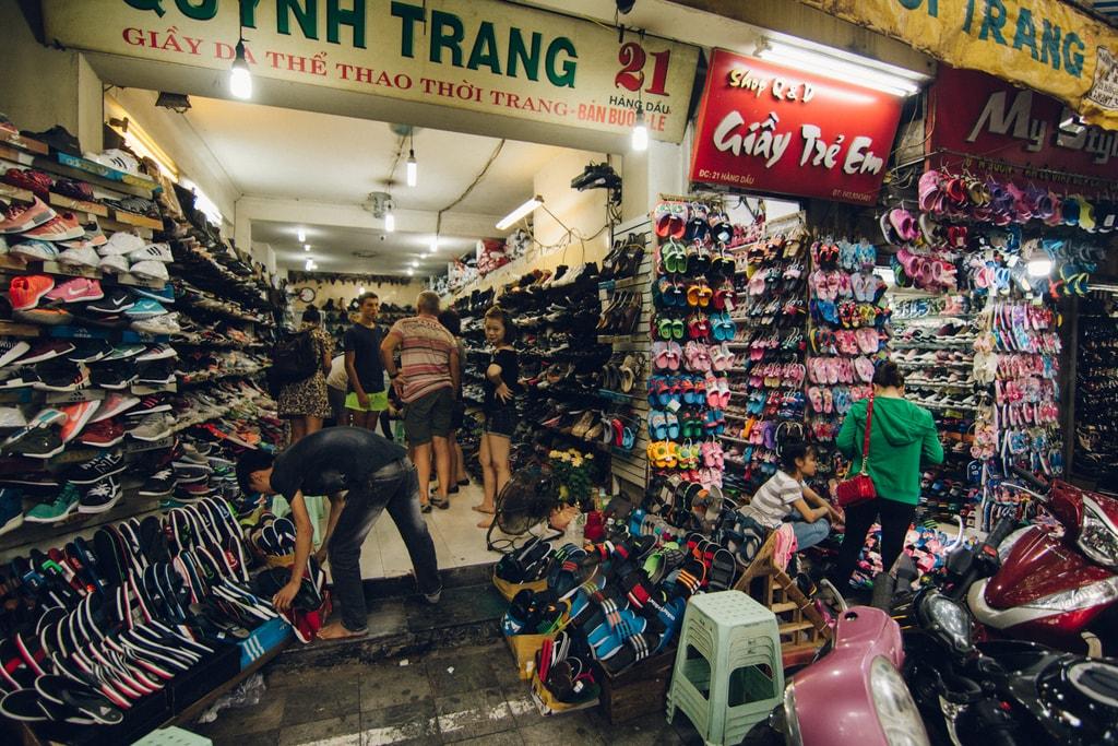 SCTP0014-POCOCK-VIETNAM-HANOI-STREETS-01-3-Hàng Dầu