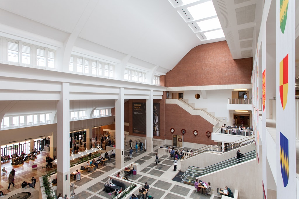 Interior of The British Library | © gabriele gelsi/Shutterstock