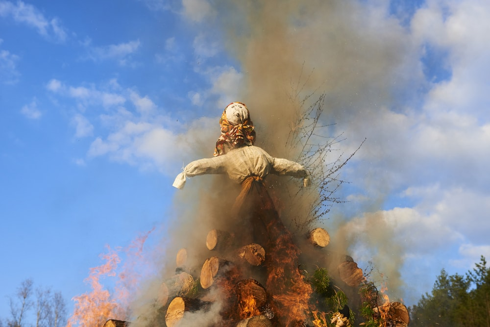 Witch effigy burning during the Walpurgis festival | © Petr Bonek/Shutterstock